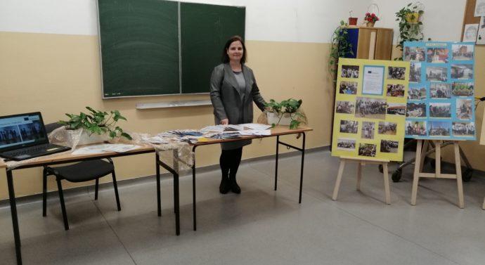 Nasze stoisko podczas konferencji w Zespole Szkół Niepublicznych