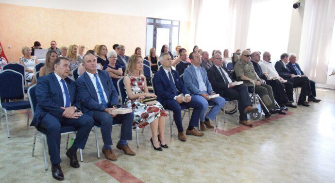Wyjątkowa uroczystość nadania sztandaru Szkole Branżowej I stopnia w CKiW OHP Tarnowie