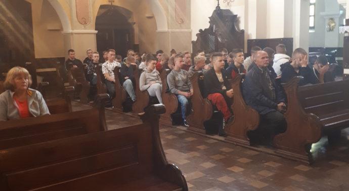 Rozpoczęcie nowego roku szkolnego – młodzież i kadra wychowawcza Centrum Kształcenia i Wychowania OHP w Tarnowie pieszo pielgrzymowała do Sanktuarium Matki Bożej w Tuchowie.
