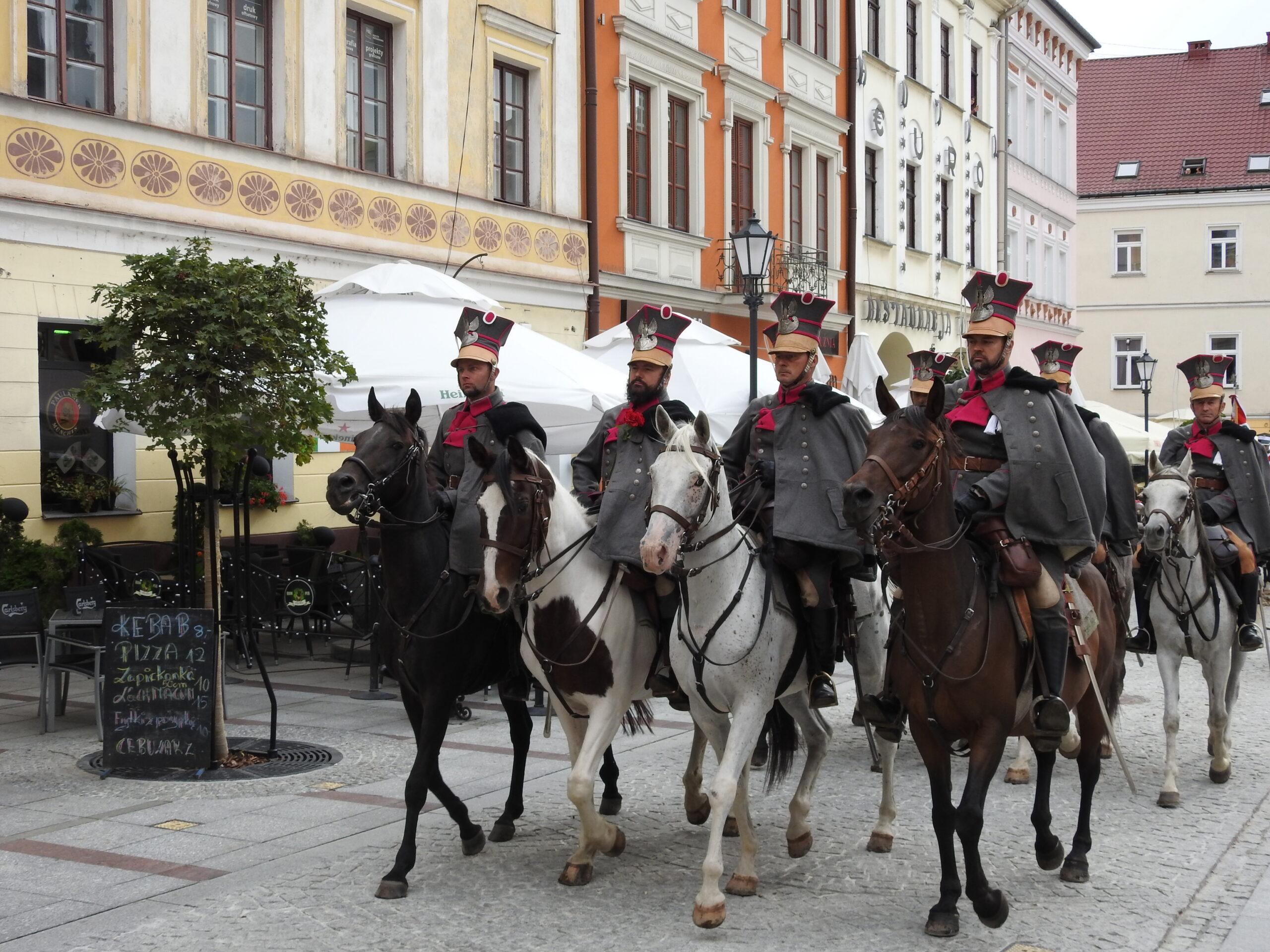Parada 5 Pułku Strzelców Konnych na tarnowskim Rynku