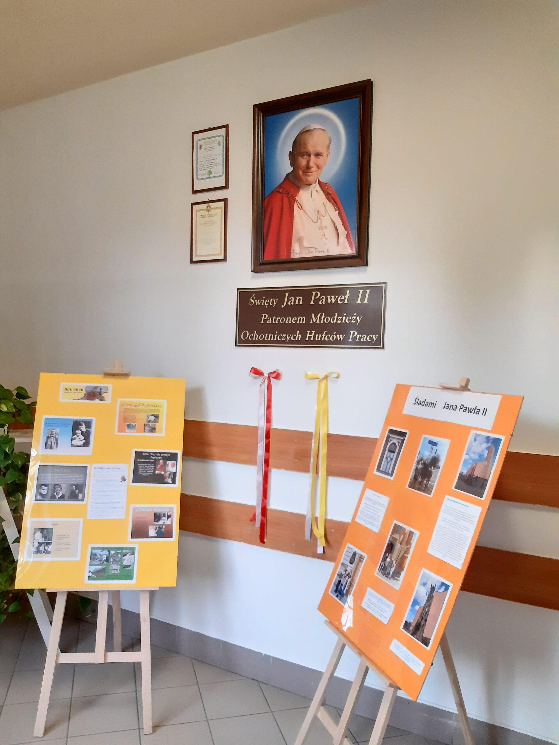 Mini wystawa w jubileuszowym roku 100-lecia urodzin papieża Jana Pawła II